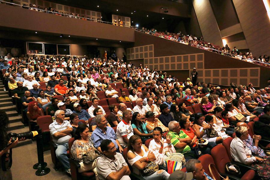 El teatro se llenó por completo para la función de este domingo.