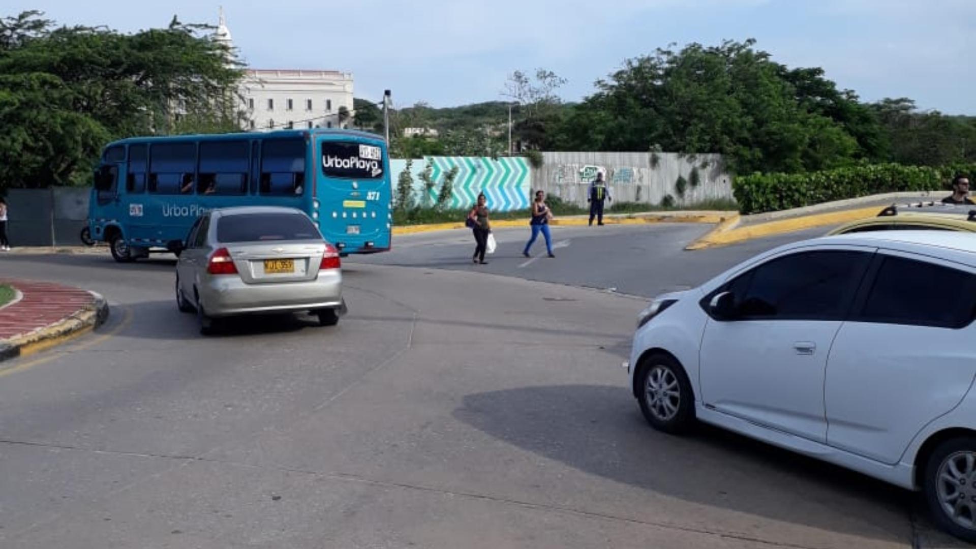 Los carros empezaron a circular luego de la llegada de los agentes reguladores.
