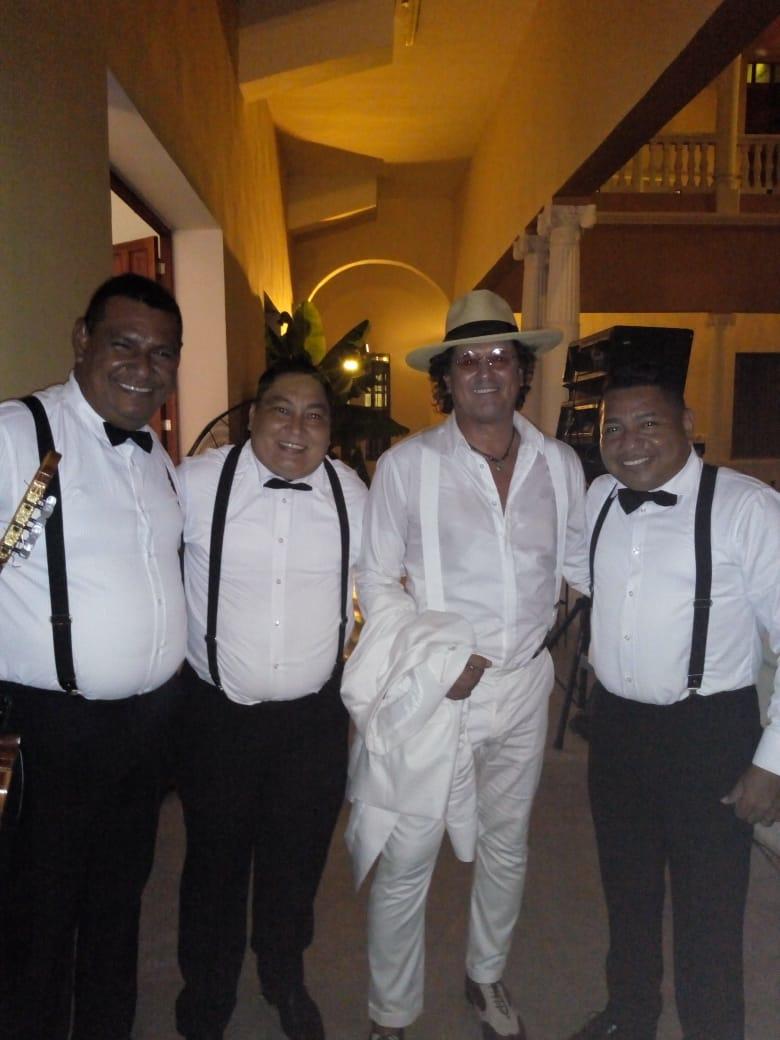 El trío Tercera Generación con Carlos Vives en el Liceo Celedón.
