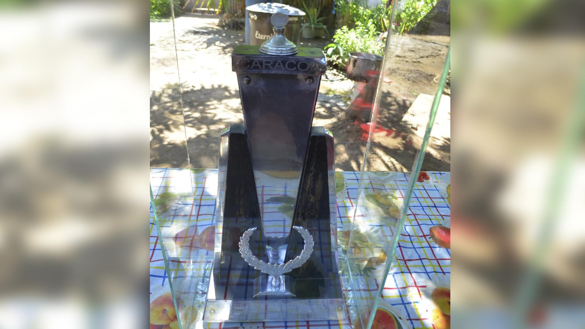 Sus familiares conservan el trofeo que obtuvo Alejo tras ganar el primer Festival Vallenato.