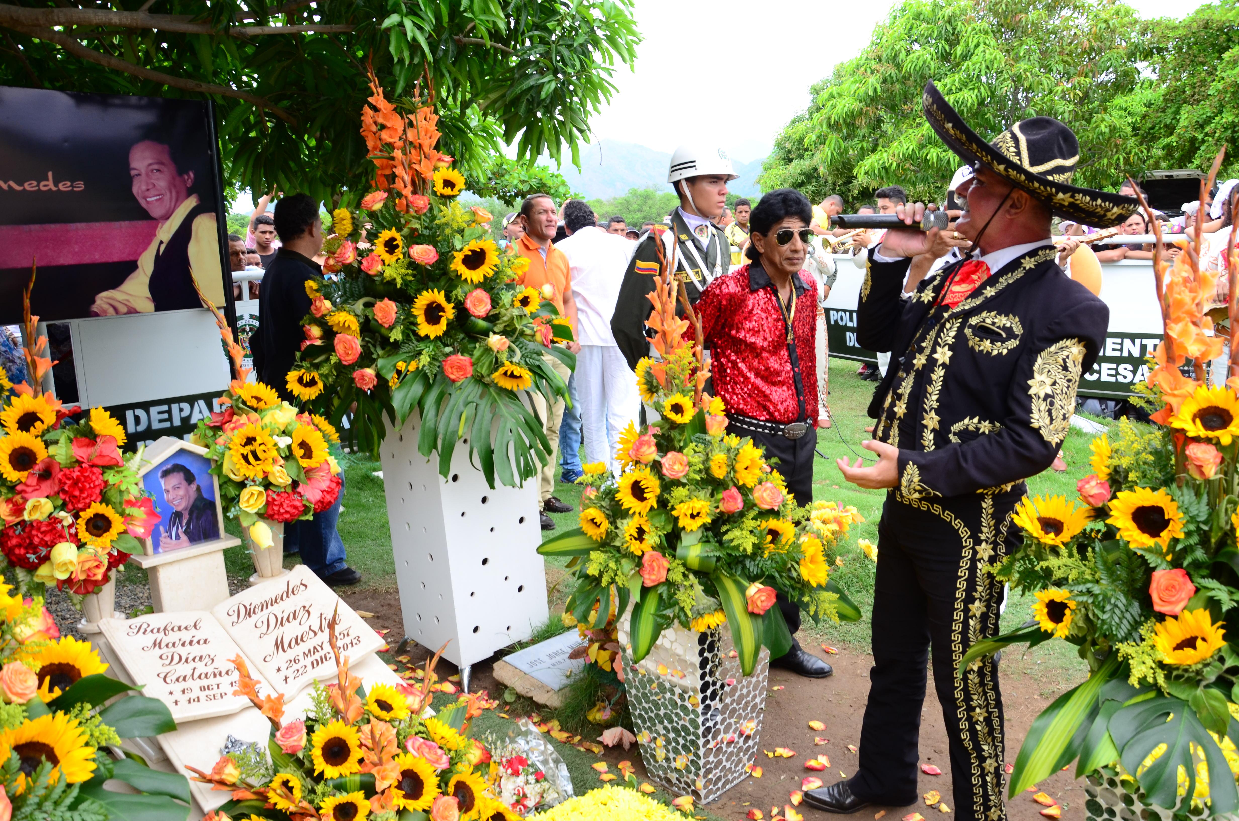 Mariachis visitarán hoy la tumba del Cacique.