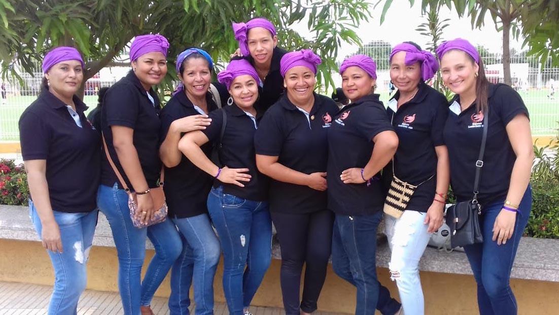 """Estas nueve mujeres hacen parte del colectivo """"Mujeres Sembrando Vida"""" en los Montes de María."""