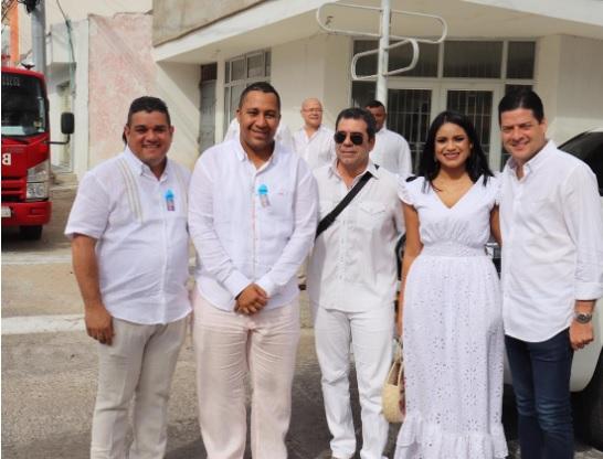 El alcalde de Riohacha, José Ramiro Bermúdez, junto al exalcalde de Barranquilla Alejandro Char y el senador Mauricio Gómez.