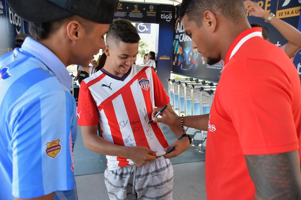 Rafael Pérez con dos seguidores.