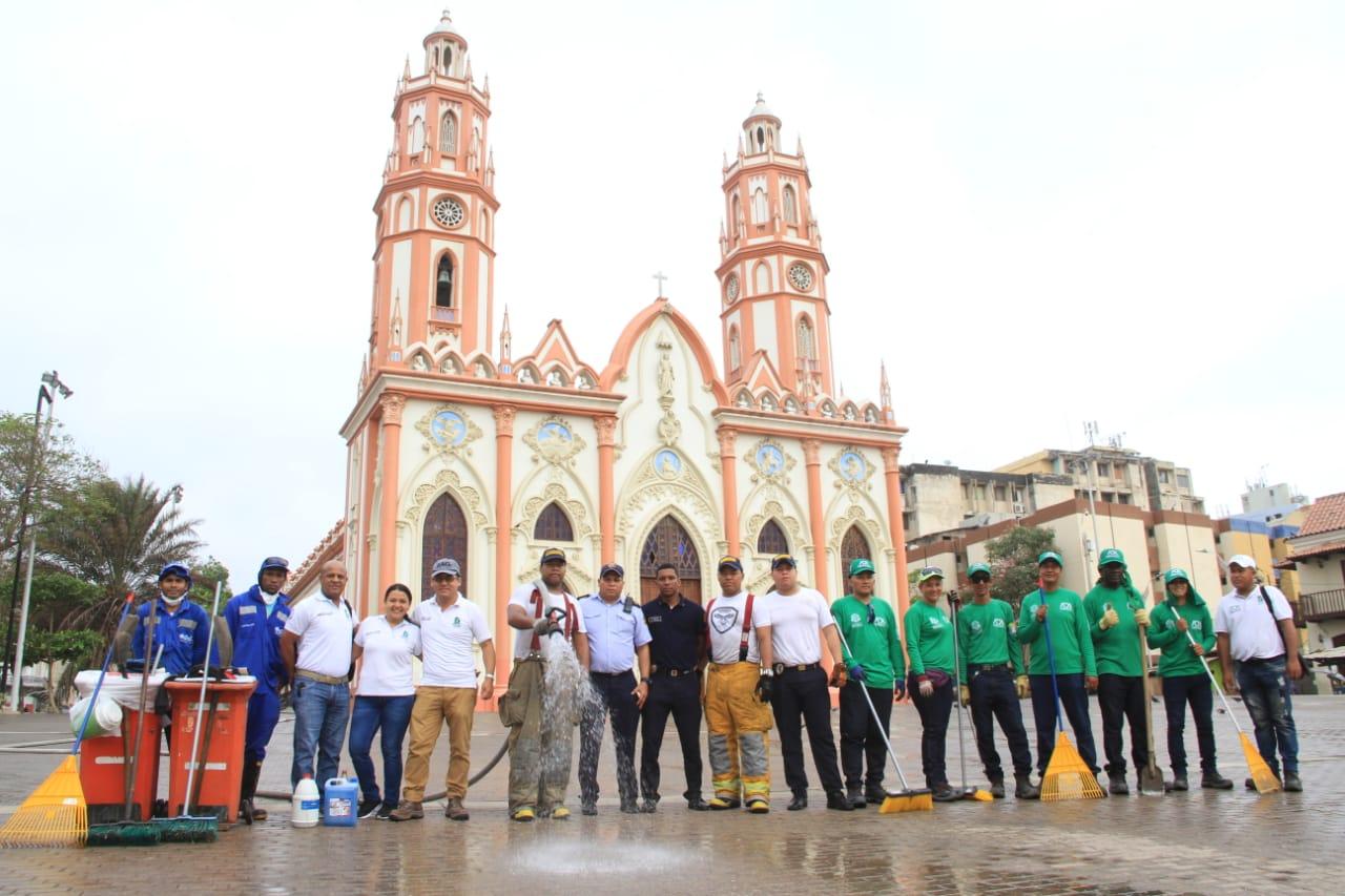 El programa Entornos Seguros de la Oficina para la Seguridad y Convivencia Ciudadana se sumó además con una jornada de limpieza en varias iglesias de la ciudad.