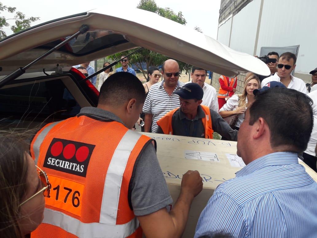 Este es el cuerpo de José 'El Ñeñe' Hernández Aponte, esposo de la exreina de belleza nacional María Mónica Urbina, trasladado al Aeropuerto 'Alfonso López',