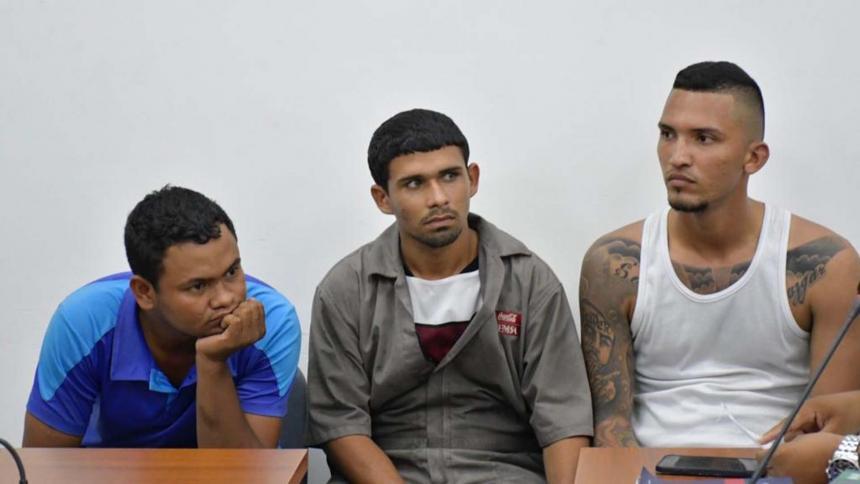 'Llantero' junto a los otros dos capturados, Keider Gabriel Villalobos Villalobos y José Angel Ramos, quienes quedaron en libertad.