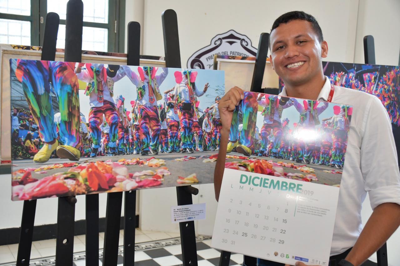 Hansel Vásquez periodista del EL HERALDO recibió reconocimiento por parte del Carnaval