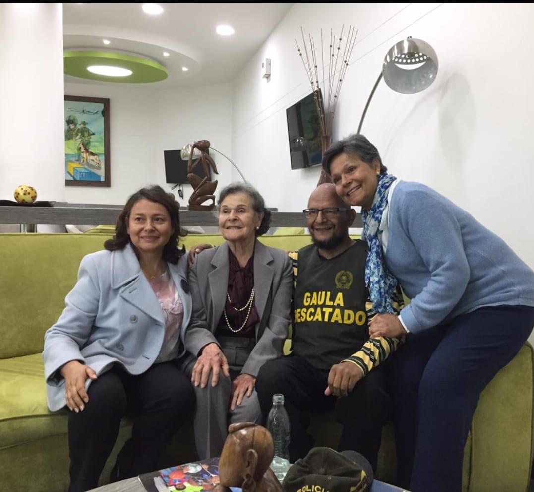 Familiares de Manuel Nanclares luego de ser liderado.