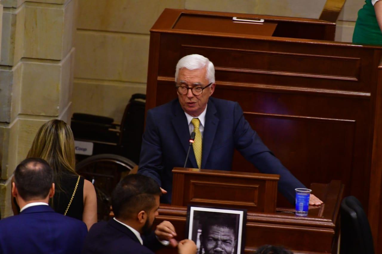 Jorge Robledo durante la intervención de la oposición.