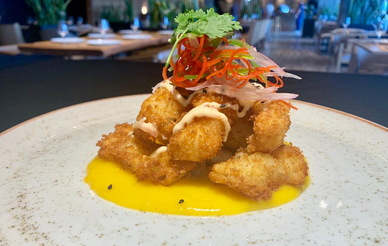 Chicharrón de calamar:calamares rebosados con salsa de mango rocoto.