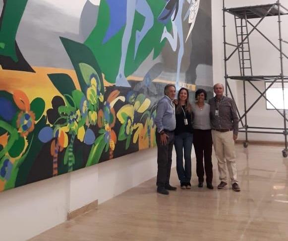 Rodolfo Vallín con los funcionarios del Banco de la República Virginia Fernández, Adriana Páez y Diego Restrepo, gerente de la sucursal del Banco de la Republica en Barranquilla.