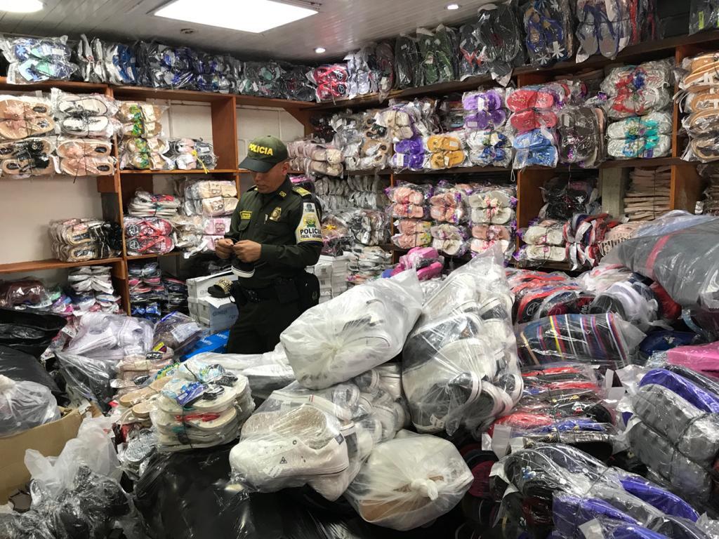 Zapatos, material de textiles,  cigarrillos y licores es lo que más ingresa de contrabando.
