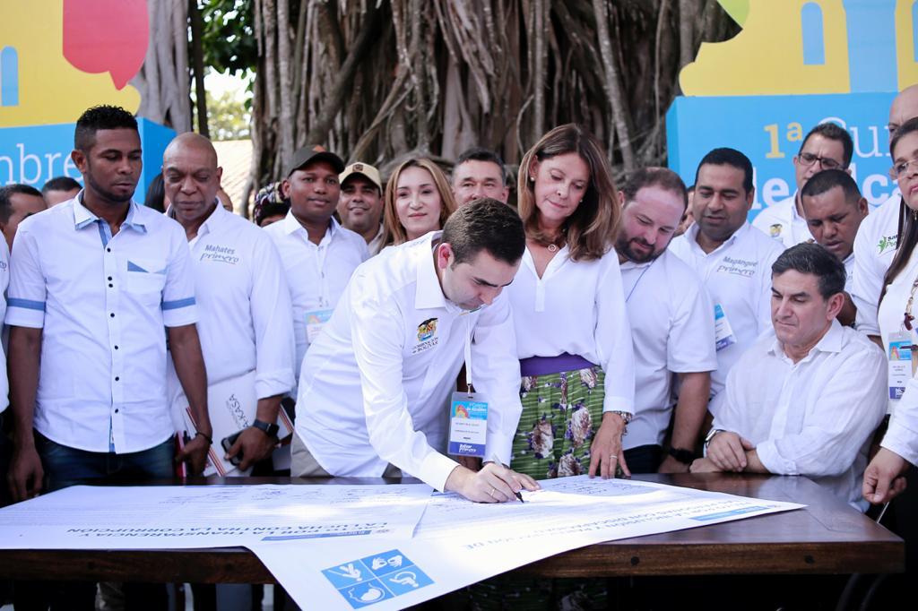La vicepresidente Marta Lucía Ramírez, el gobernador Vicente Blel y los alcaldes de los municipios de Bolívar firmaron en Mompox el pacto por la transparencia y lucha contra la corrupción, y otro, por la inclusión y participación de las personas con discapacidad.