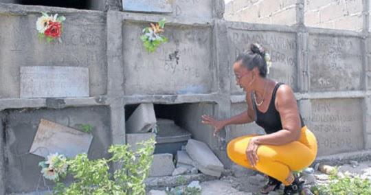 Sonia Bermúdez se pensionó y ahora desde su camposanto 'Gente como Uno', sepulta a persona de bajos recursos y a no identificados.