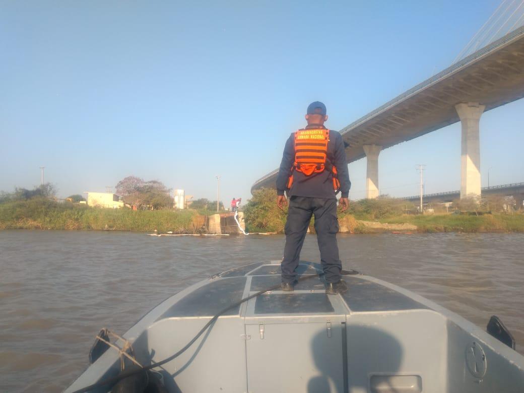 Armada patrullando el puente Pumarejo.