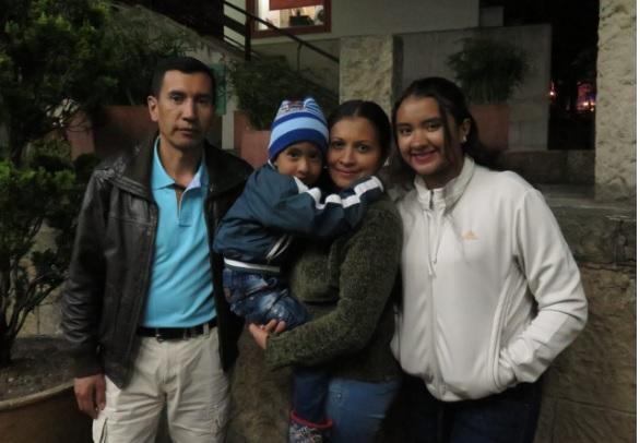 Yesenia Torres, su esposo Pablo Malagón y sus hijos Martín y Valentina.