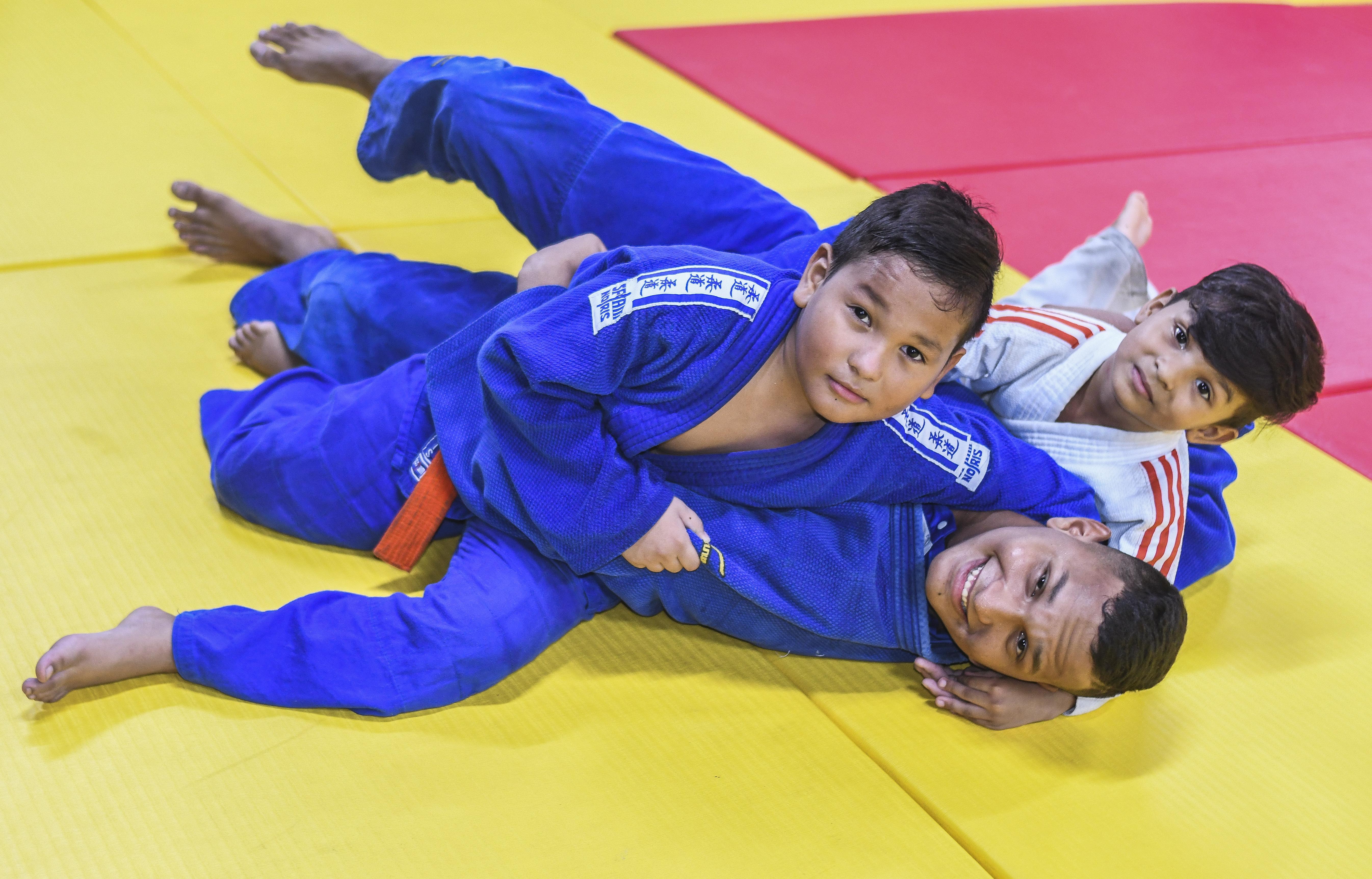 Los hermanos Ruiz Guerrero disfrutan en el tatami.