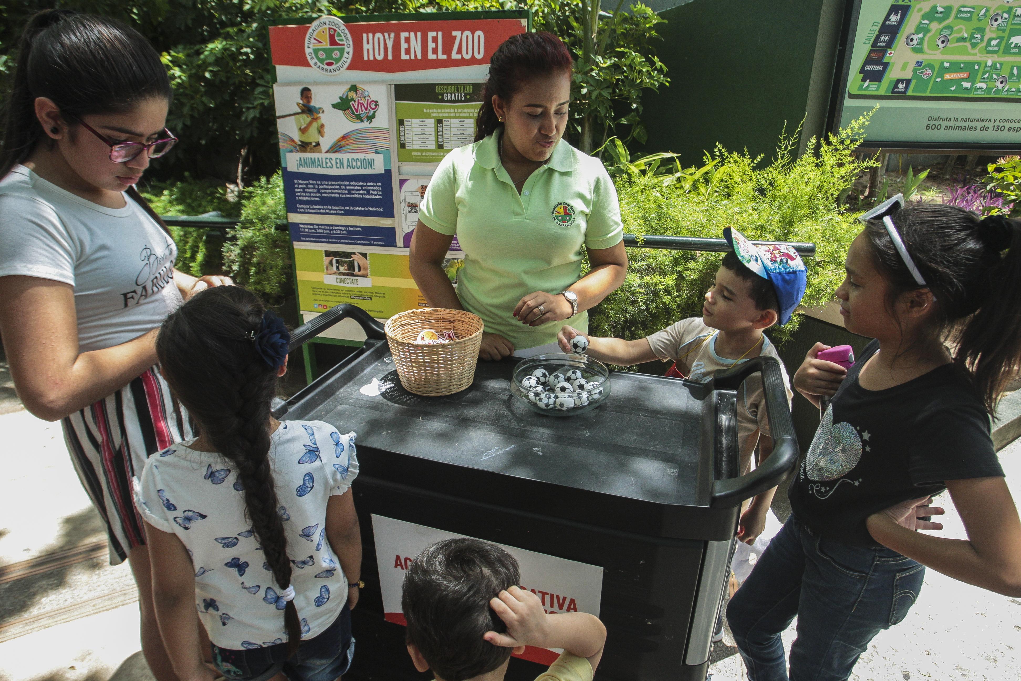 Un concurso de preguntas y respuesta se puede encontrar a la entrada del Zoológico.